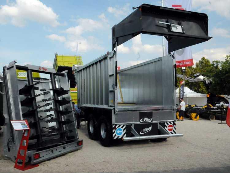 A letoló rendszerű pótkocsik egyik nagy előnye a hátfaladapterek cserélhetősége