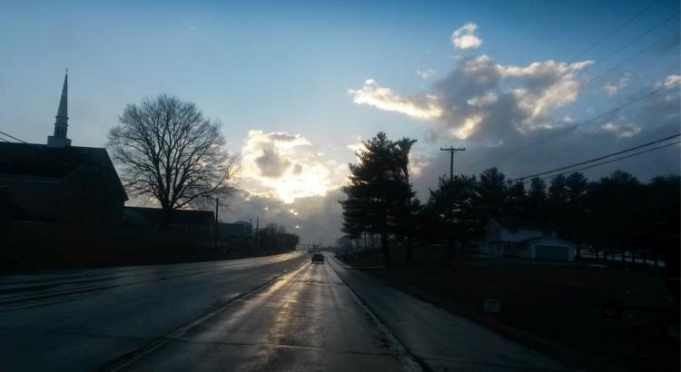 hajnali út