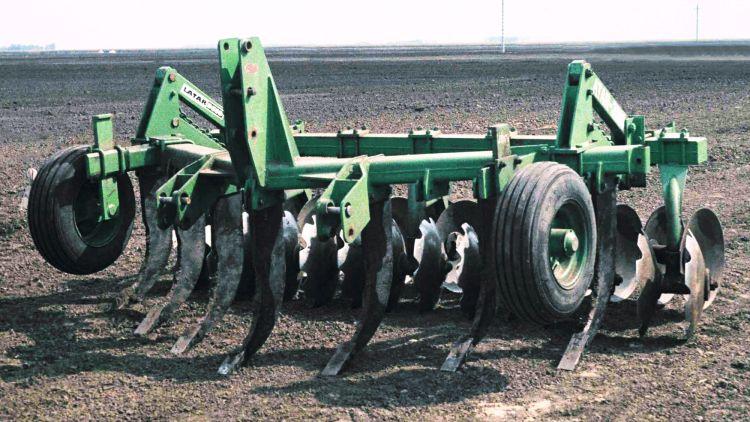 1. kép. Latar 3510, hazai gyártású, kompakt tárcsás lazító