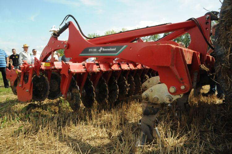 5. kép. A Kverneland DTX kombinálja a lazítókéseket a Qualidisc Farmer rövidtárcsával