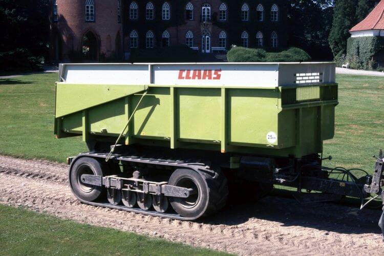 A 80-as évek végén alkalmaztak mezőgazdasági pótkocsi futóműként gumihevederes rendszert (fotó: https://mediatum.ub.tum.de/)