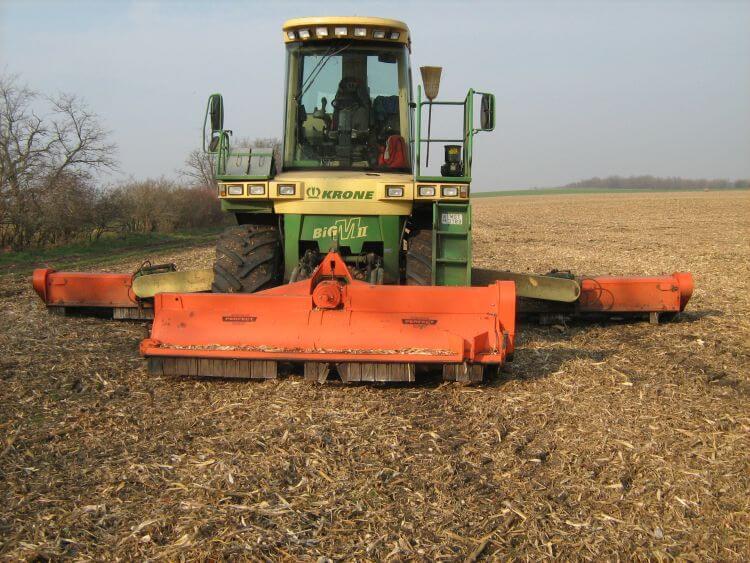 3. kép. Nagy munkaszélességű legelőápoló, mulcsozó magajárógép