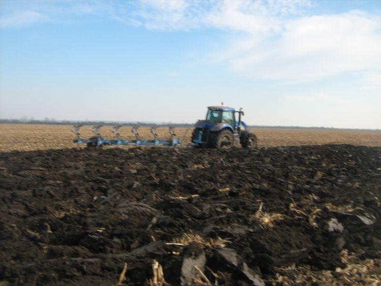 A mélyszántás javítja a talaj víztározó képességét