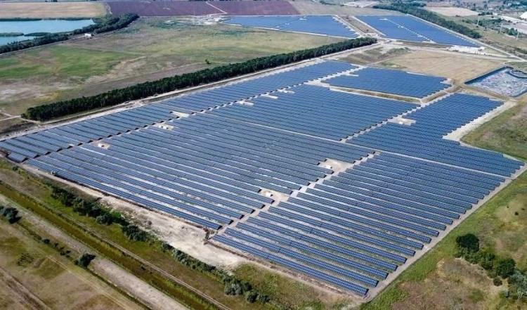 Ezer hektárt vásárol fel egy befektető napelemparknak