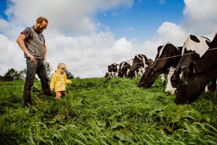 eszakir tejtermelo farmer